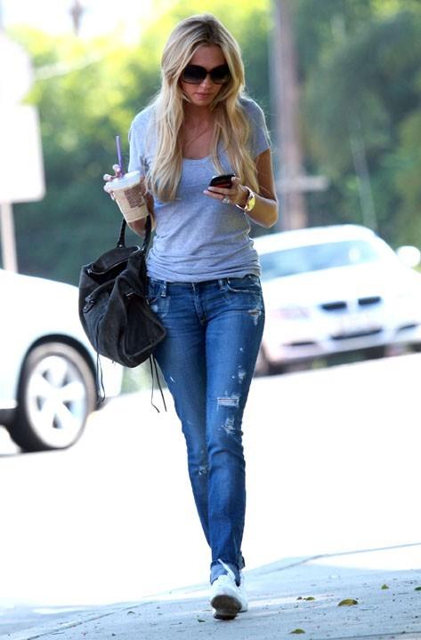 Petra Ecclestone faisant son shopping à West Hollywood, le 29 septembre 2011.