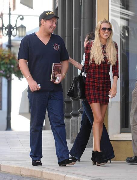 Petra Ecclestone et son mari James Stunt à Beverly Hills, le 27 septembre 2011.