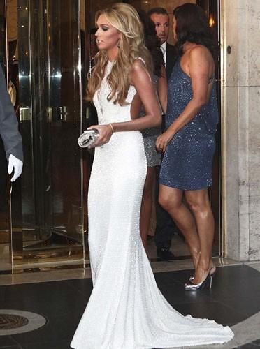 Petra dans une robe magnifique avant son mariage