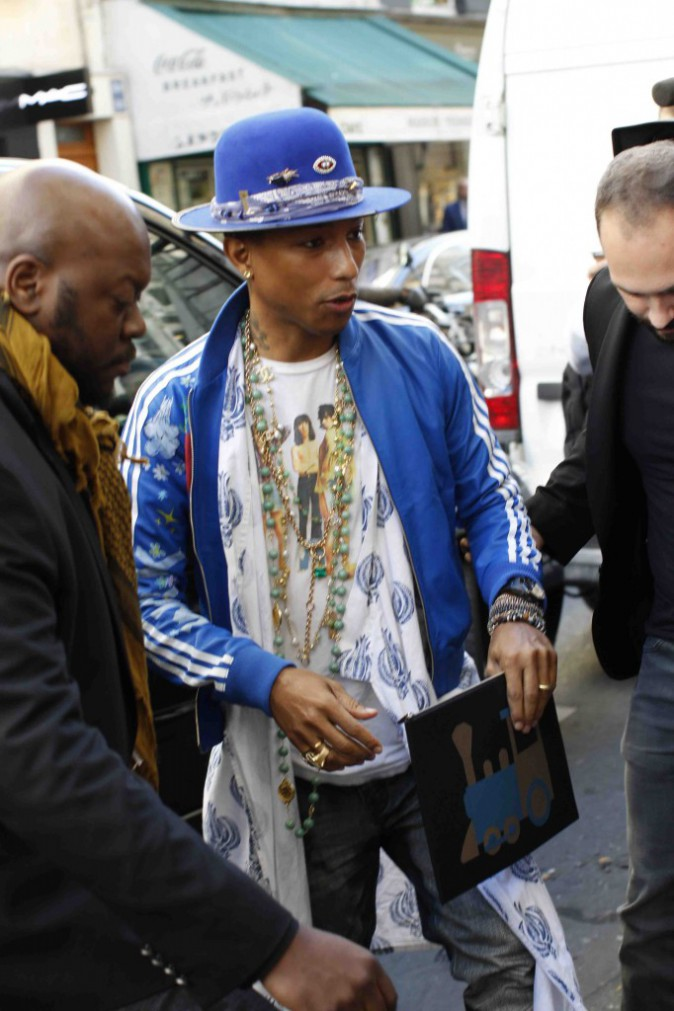Pharrell Williams : pause shopping avec sa femme avant d'enflammer le Zénith de Paris !