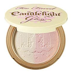 Une poudre lumineuse Candelight Glow de Too Faced. (26€)