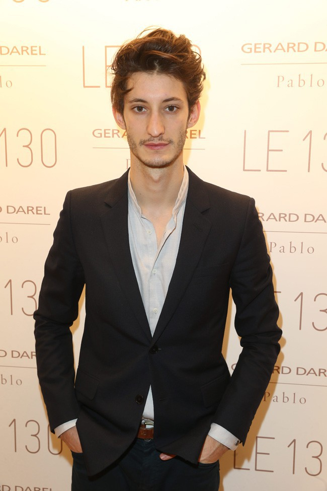 Pierre Niney à l'inauguration de la nouvelle boutique Gérard Darel à Paris le 30 janvier 2014