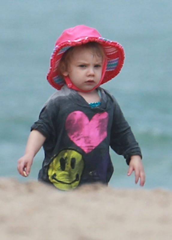 Willow, la fille de Pink à la plage à Miami, le 25 février 2013.