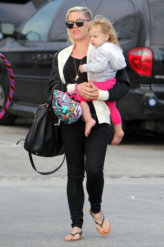 Pink en famille à Santa Monica le 9 juin 2013