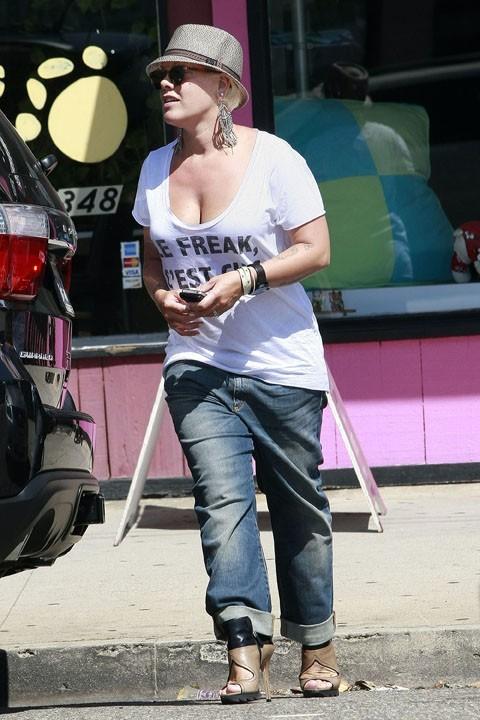 Pink n'a pas encore perdu tous ses kilos de grossesse !