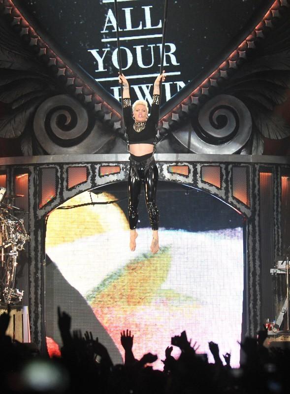 La chanteuse a mis le feu pour son seul concert français