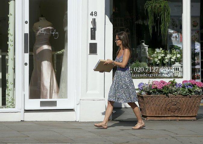 Pippa Middleton chez le fleuriste en plein préparatifs de son mariage à Londres