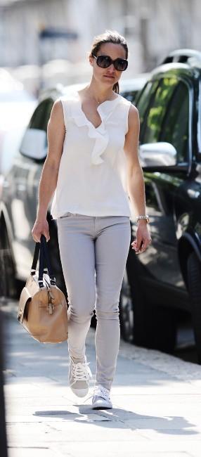 Pippa Middleton, casual et stylée dans les rues de Londres