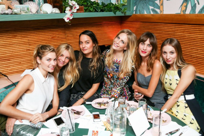 Ambiance girly à la soirée de lancement Solid & Striped, à New York le 12 novembre 2014