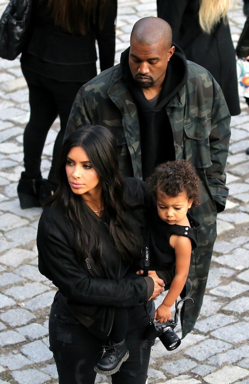 Photos : première sortie de North West en Arménie dans les bras de Kim Kardashian !
