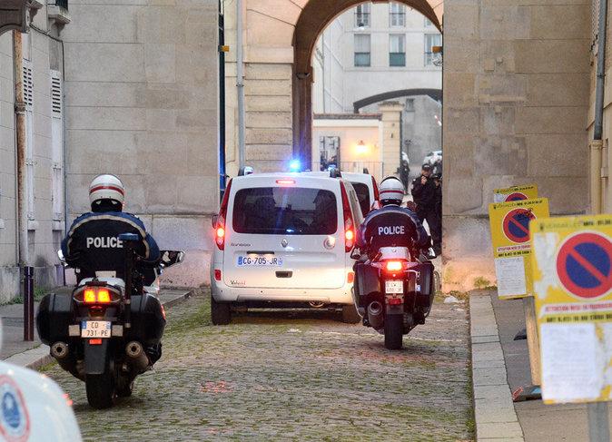 Le convoi qui conduit Nabilla devant le procureur de la République (novembre 2014)