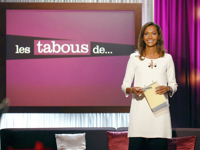 """Karine Le Marchand dans l'émission """"Les Tabous de..."""" en 2007"""
