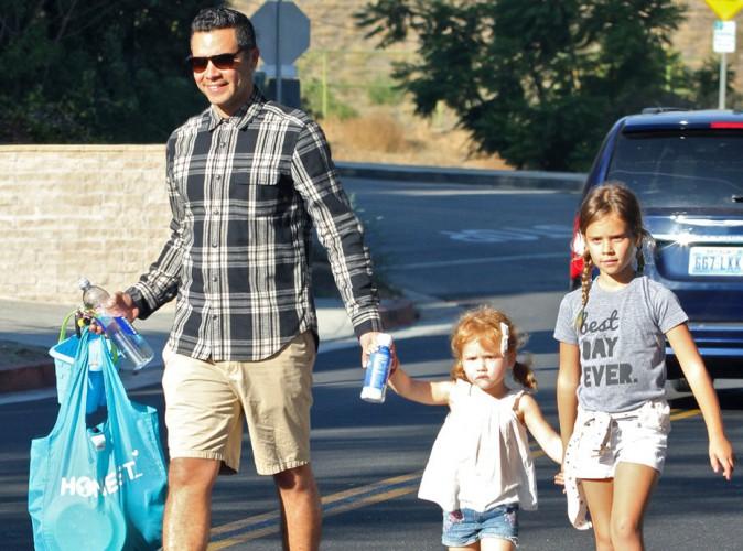 Que Jessica Alba se rassure, son mari (Cash Warren) s'occupe � la perfection de leurs deux filles !