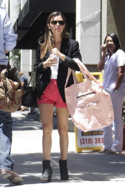 Rachel Bilson faisant du shopping à Santa Monica, le 18 juillet 2011.