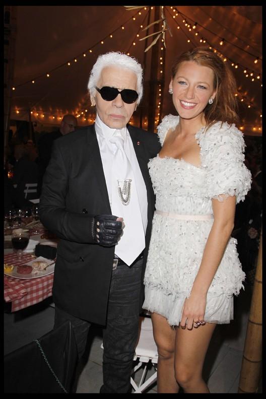 Blake Lively et Karl Lagerfeld lors du dîner Chanel à Antibes, le 8 mai 2011.