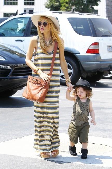 Rachel Zoe et Skyler le 4 juillet 2013 à Malibu