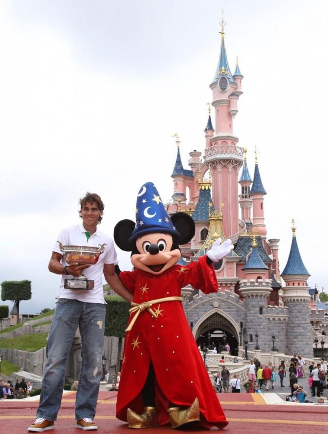 Rafael Nadal, le sorcier du tennis, rencontre Mickey Mouse, l'apprenti sorcier!