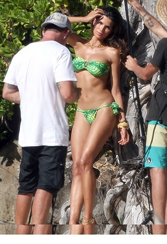 Raica Oliveira à Hawaii le 28 juin 2013