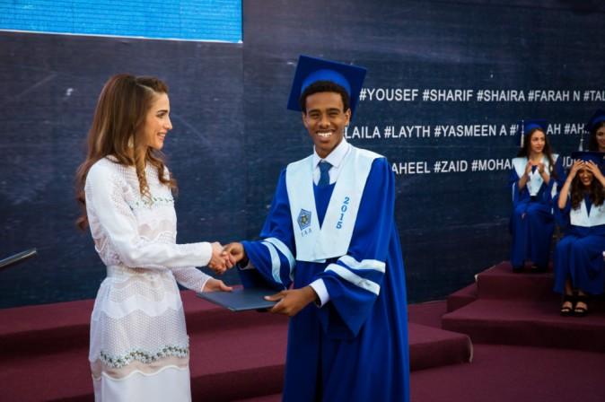 Photos : Rania de Jordanie : la diplômée de l'élégance fière des lauréats d'Amman !