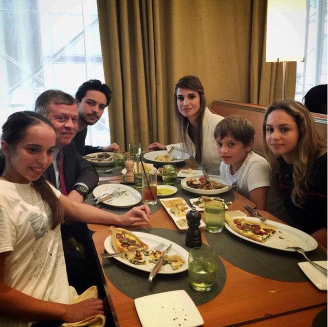 La famille royale de Jordanie se retrouvent autour de la table à manger