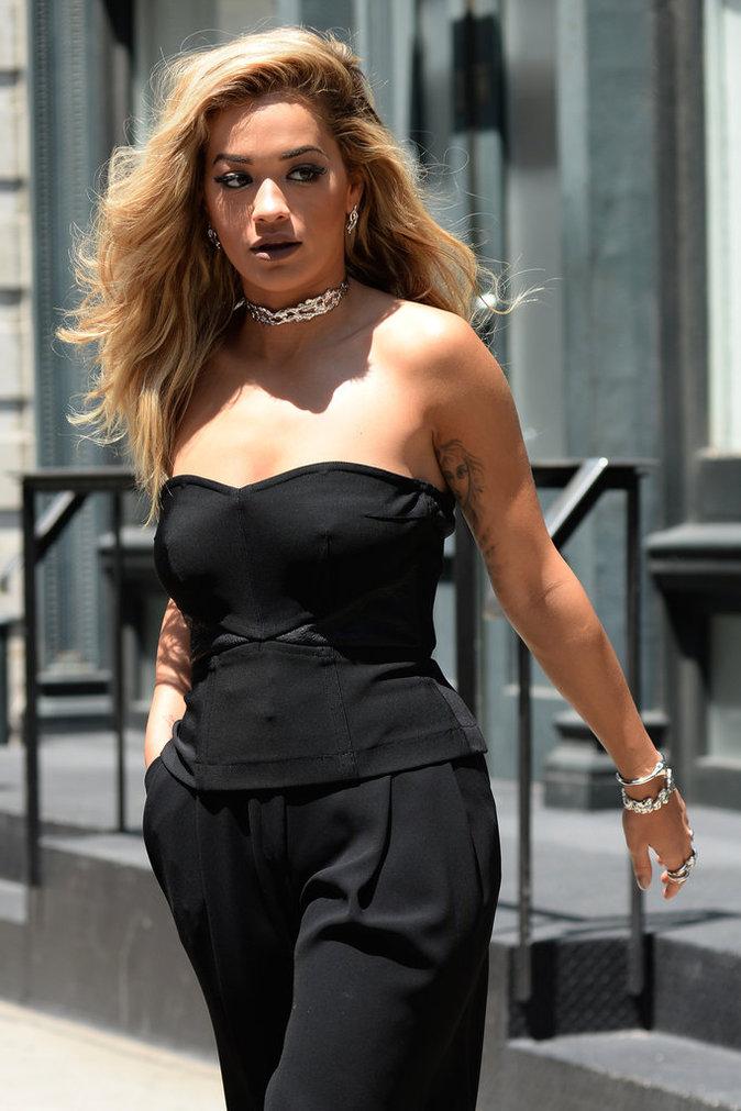 Le choker de Rita Ora