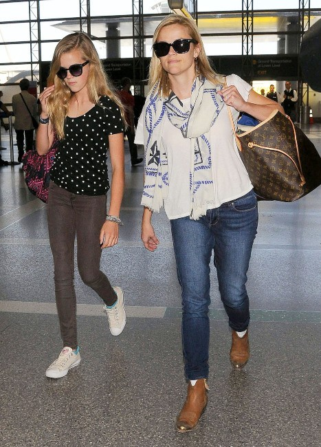 Reese Witherspoon et sa fille Ava, Los Angeles, 31 mai 2013.