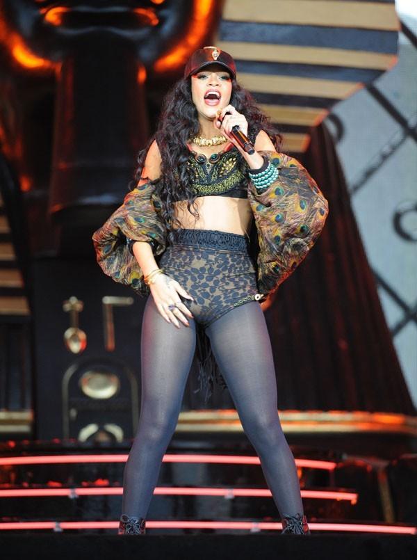 Rihanna sur la scène du Wireless Festival le 8 juillet 2012