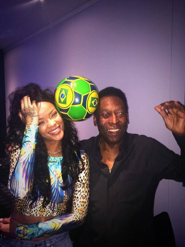 Photos : Rihanna : aux côtés de Pelé pour célébrer la fin du Mondial 2014, elle s'éclate comme une petite folle à Rio !
