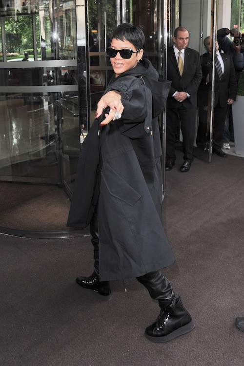 Photos : Rihanna : déchaînée à Londres en mode Dark Vador !