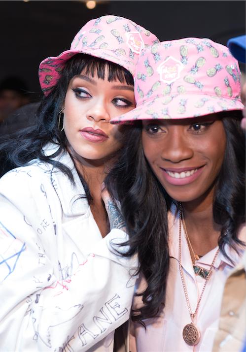 """Photos : Rihanna : décolletée et """"bobée"""" pour twerker !"""