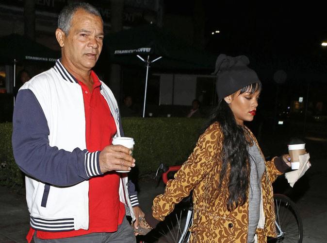 Rihanna : dîner en tête-à-tête et main dans la main avec son papa dans son restaurant préféré de Los Angeles !