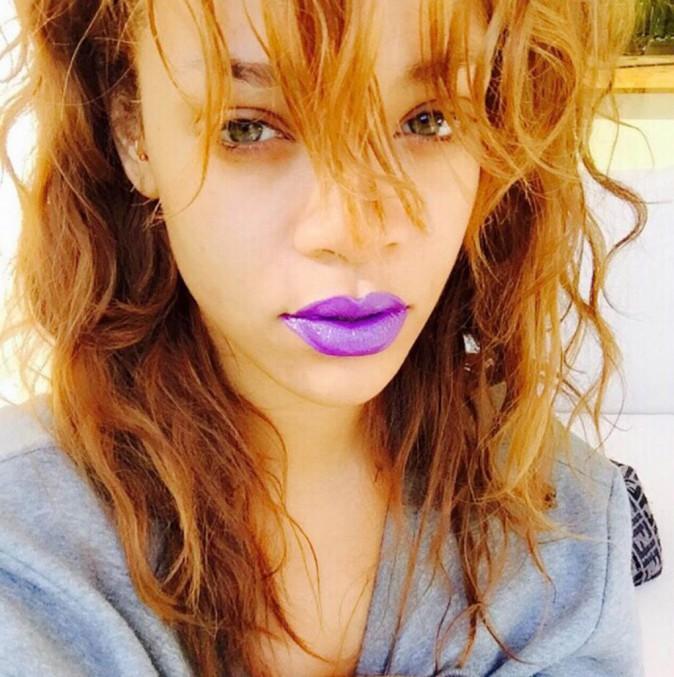 Rihanna : elle arbore un nouveau piercing bling bling !