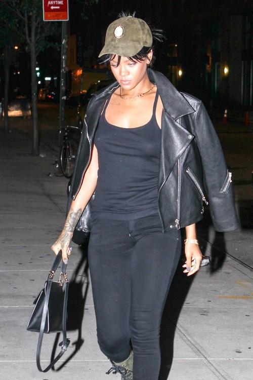 Photos : Rihanna : elle continue à travailler de nuit, avec une petite mine !