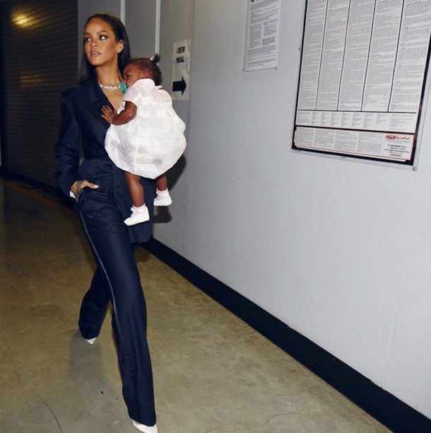 Photos : Rihanna : elle embarque sa baby girl chérie, Majesty, dans les coulisses des Grammy Awards !