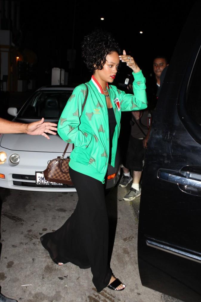 Photos : Rihanna : elle esquive les BET Awards pour diner avec son papounet !
