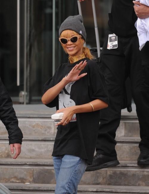 Rihanna sortant de son hôtel à Manchester, le 13 juin 2013.