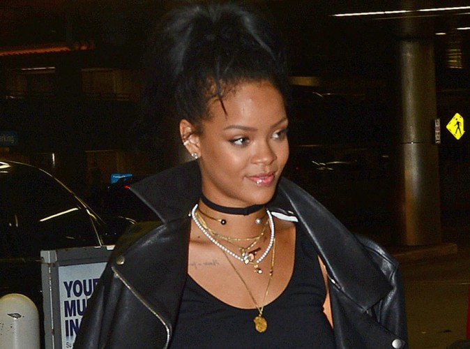 Rihanna : elle ne broie pas du noir malgr� un look tr�s dark !