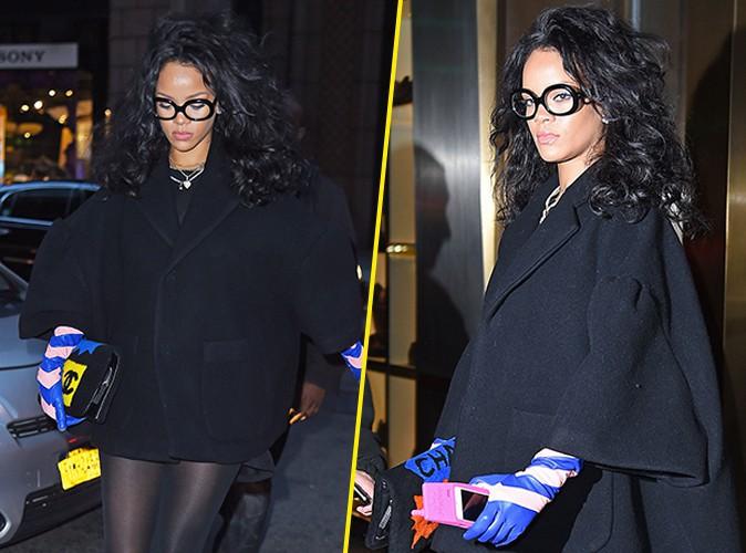 Rihanna : elle se la joue geekette, bien vues les grosses lunettes !