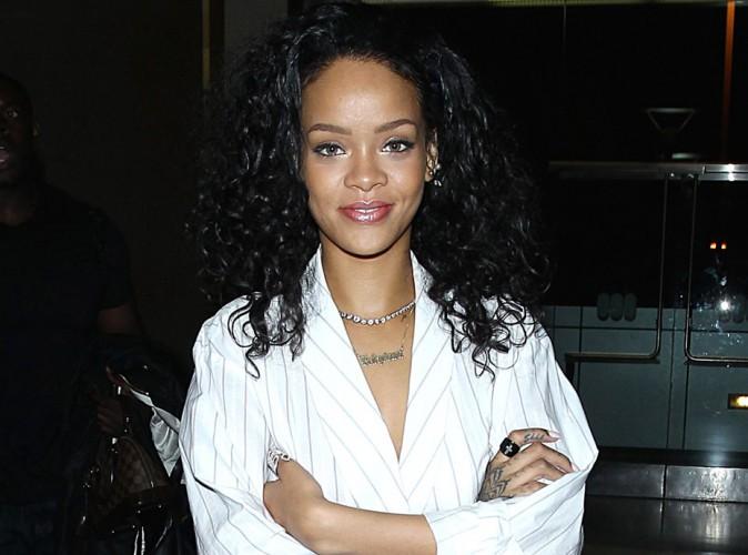 Rihanna : elle se rhabille pour prendre l'avion !