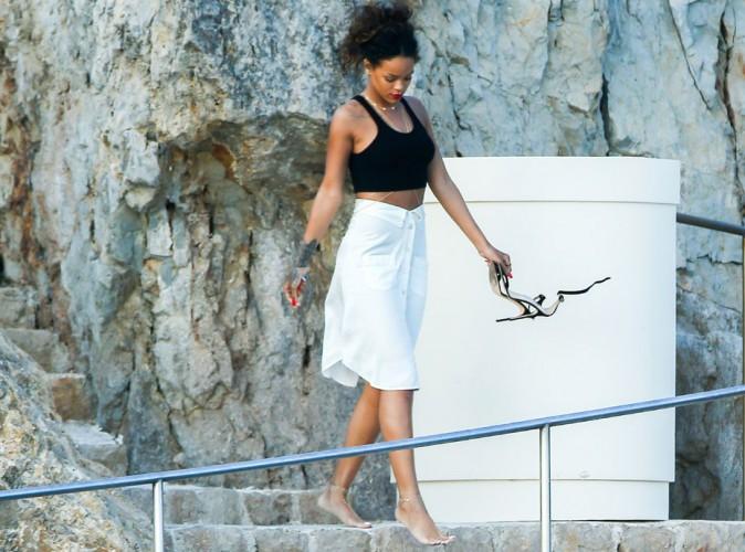 Photos : Rihanna : elle se rhabille pour rejoindre la terre ferme au cap d'Antibes !