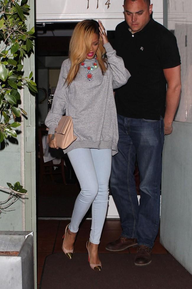 Rihanna à la sortie du restaurant Giorgio Baldi de Santa Monica le 19 mai 2013