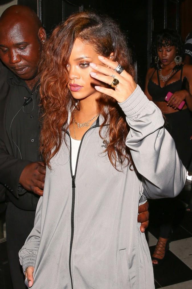 Photos : Rihanna en claquettes pour festoyer avec son nouveau mec !
