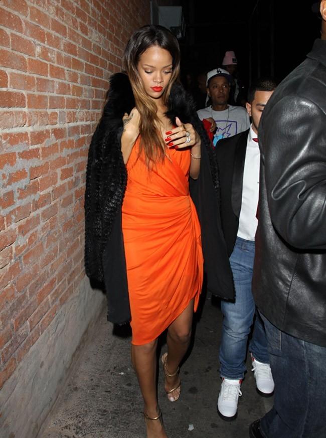 Rihanna à la sortie de Blok Nighclub d'Hollywood le 14 février 2013