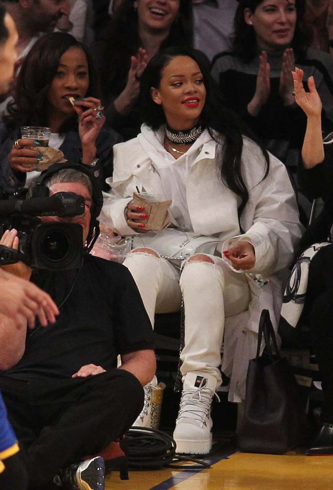 Rihanna ne passe jamais inaperçu