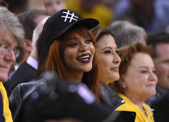 Rihanna : entre le foot et le basket, elle hésite encore !