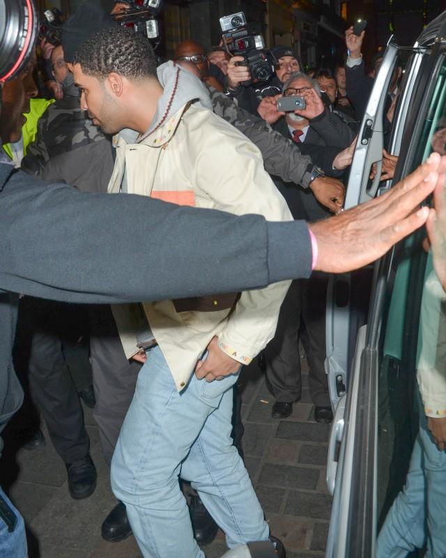 Drake arrive au Cirque le Soir Club à Londres, le 10 mars 2014.