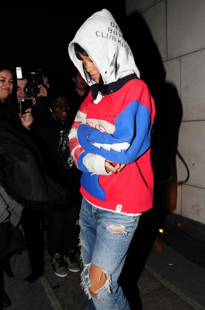 Rihanna à la sortie du restaurant Nobu à Londres, le 9 mars 2014.