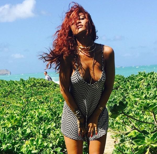 Rihanna expose tous ses atouts... Pendant qu'un nouveau duo inédit avec Chris Brown affole la toile !