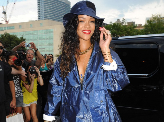 Rihanna : l'art de rendre un look de pluie super sexy � la Fashion Week de New-York !