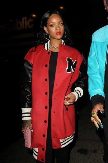 Photos : Rihanna : la température monte d'un cran quand la star laisse légèrement entrevoir sa poitrine !
